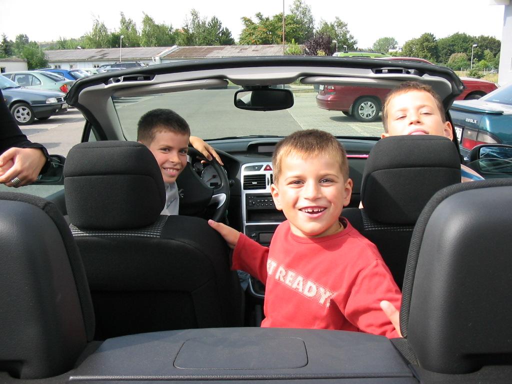 Jak przewozić dzieci w samochodach