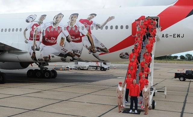 Samoloty w barwach Arsenalu Londyn