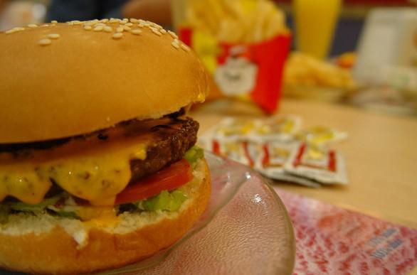 Samo wycofanie śmieciowego jedzenia ze szkół niewiele zmieni